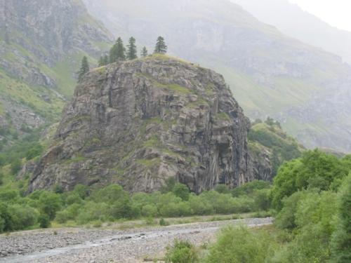 Le rocher du château à Bessan (Savoie)